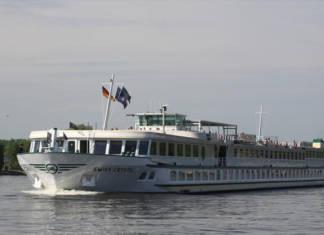 Die »Swiss Crystal« ist auf dem Rhein mit einem Pfeiler einer Autobahnbrücke kollidiert. Es gab fast 30 Verletzte