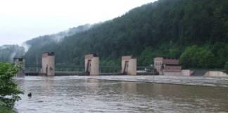 Das Wehr Guttenbach bei einem Hochwasserereignis