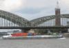 Das Containerschiff »Windeck« der Reederei Deymann auf dem Rhein bei Köln