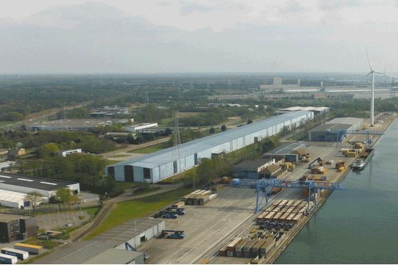 Der Hafen Genk liegt am Albertkanal in der belgischen Provinz Limburg