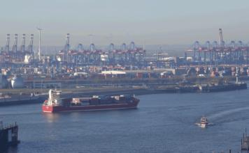 Der Hamburger Hafen hat 2017 nicht nur an Ladung, sondern auch ein paar seiner Feederdienste an die Wettbewerbshäfen verloren