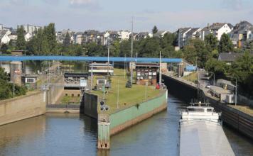 An der Schleuse Koblenz wurden 2017 insgesamt 10,8 Mio. t Güter gezählt. Damit verbesserte sich das Transportaufkommen auf der Mosel gegenüber 2016 um fast 10 %.