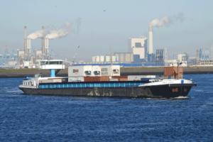 Binnenschiffe sollen künftig mehr Container von Rotterdam in die Region Nordbrabant bringen