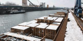 Im Dresdner Altberthafen gab es im ersten Quartal 2018 zahlreiche Schwergutverladungen