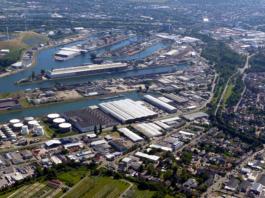 Im Rheinhafen Karlsruhe hat es eine Gewässerverunreinigung gegeben