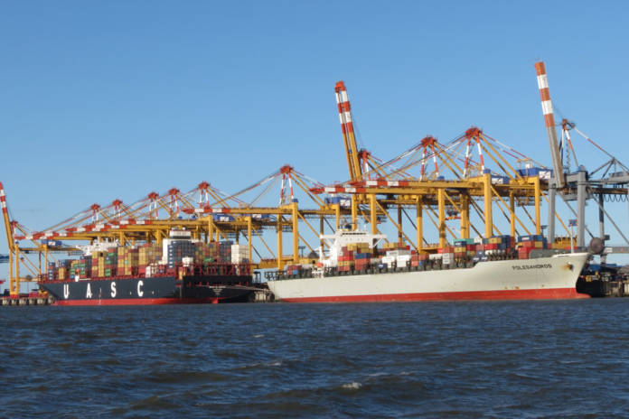 Der Containerumschlag konnte in Bremerhaven im 1. Halbjahr 2018 leicht zulegen, während der Gesamtumschlag in den Bremischen Häfen stagnierte