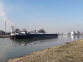 Donau Einfahrt Oelhafen Linz viadonau