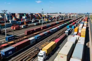 Der Bahnumschlag im bayernhafen Nürnberg und and den anderen Standorten der Hafengruppe legte deutlich zu