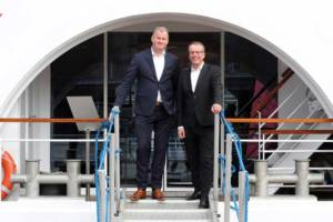 Simon Provoost (l.), Geschäftsführer der Concordia Damen Werft, und Jörg Eichler, Geschäftsführer und Gesellschafter von A-Rosa Flussschiff. © A-Rosa