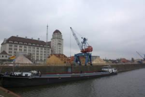 Flussspat-Umschlag im Alberthafen Dresden