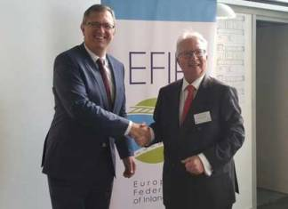 Friedrich Lehr (l.) ist neuer Präsident der Europäischen Verbands der Binnenhäfen (EFIP). Er folgt Roland Hörner