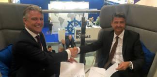 Emile Hoogsteden und Andreas Stolte besiegelten die Kooperationsvereinbarung