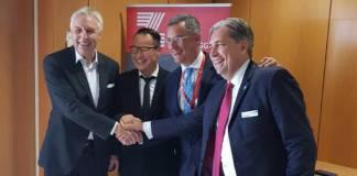 Erich Staake, Vorstandsvorsitzender der duisport-Gruppe, David Liu, CEO of CSP Zeebrugge Terminal, Joachim Coens, CEO Port of Zeebrugge, und Peter Plewa, Geschäftsführung duisport agency (dpa) (v.l.)