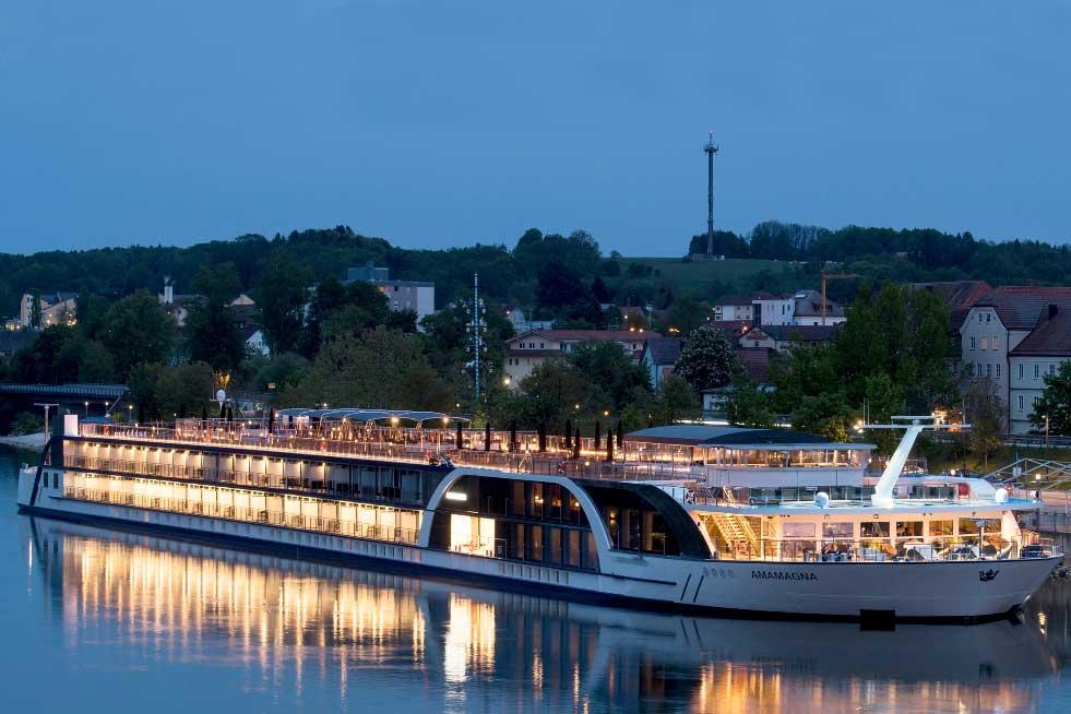 Die »AmaMagna« ist mit 22 m fast doppelt so breit wie die üblichen Flusskreuzfahrtschiffe