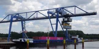 Die »Esmee« von WCX hat am neuen Containerhafen in Minden festgemacht