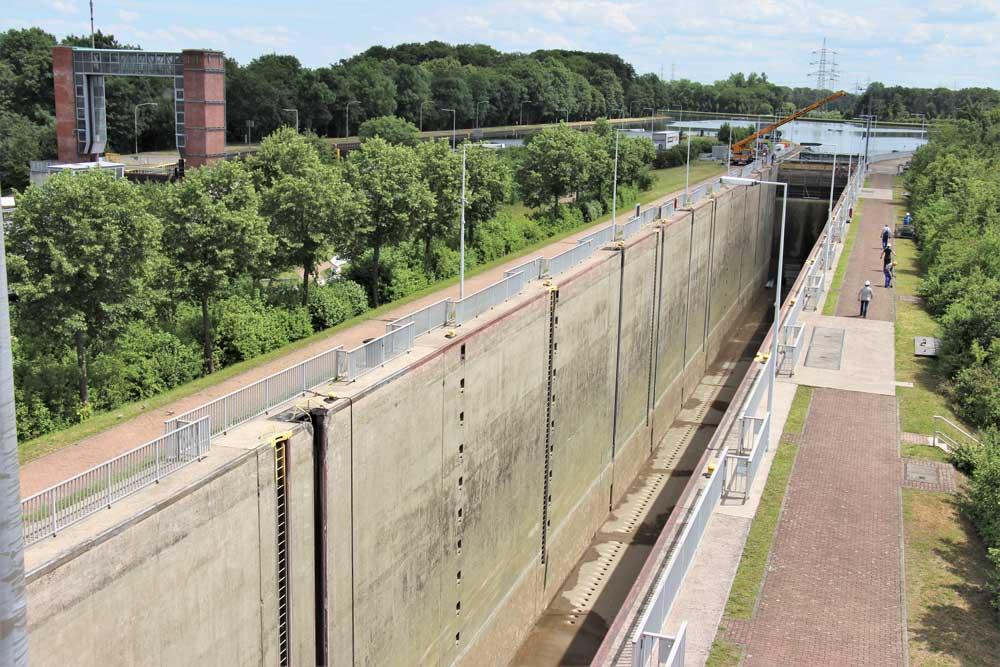 Wegen Instandsetzungsarbeiten an der Schleuse Henrichenburg können derzeit keine Schiffe den Dortmunder Hafen erreichen