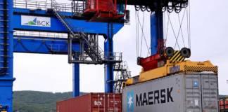 In Wostotschnij werden Container auf die Schiene verladen