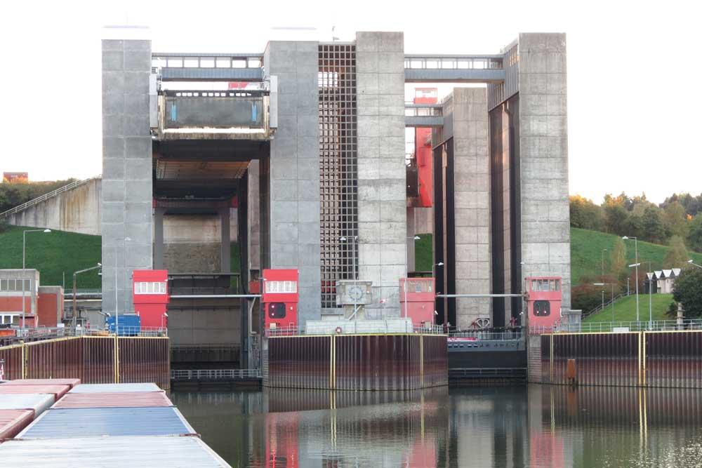 Der Westtrog des Schiffshebewerks Scharnebeck bleibt voraussichtlich bis Ende März 2021 gesperrt