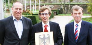 v.l.n.r. Alexander Bätz (Personalrat), Jörg Vogel (Leiter WSA Oberrhein), Prof. Dr.-Ing. Hans-Heinrich Witte (Foto: WSV)
