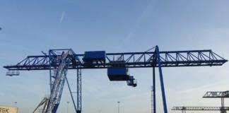 Der Containerkran von Contargo in Neuss hat nun einen längeren Ausleger
