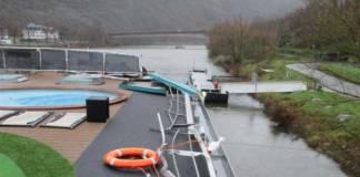 Auf der Mosel wurde die Autobrücke Treis-Karden durch ein Flusskreuzfahrtschiff beschädigt