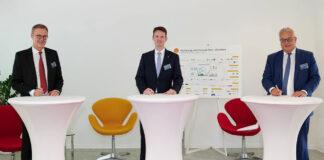 Vertragsunterzeichnung (v.l.): Uwe Wedig, Vorstandsvorsitzender HGK, Marco Richrath, General Manager Shell Energie and Chemicals Park Rheinland, und Dieter Steinkamp, Vorstandsvorsitzender RheinEnergie © HGK